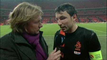 Mark van Bommel praat met interviewer Hans Kraay jr