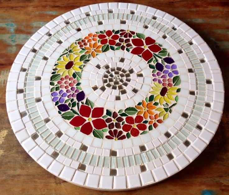 Prato girartorio em mosaico, table mosaic,, flores / flower by Schandra Julia