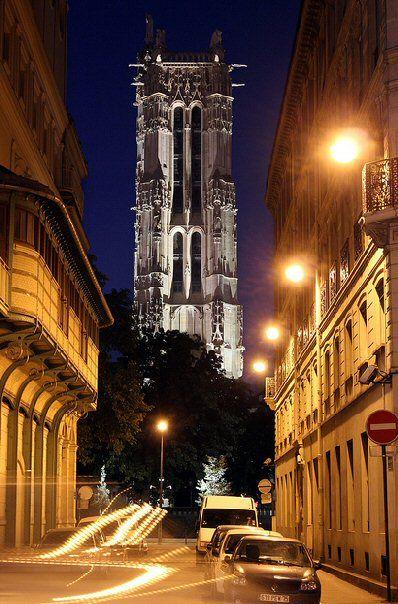 rue Adolphe-Adam - Paris 4ème ... Belle vue sur la Tour Saint-Jacques depuis la rue Adolphe-Adam