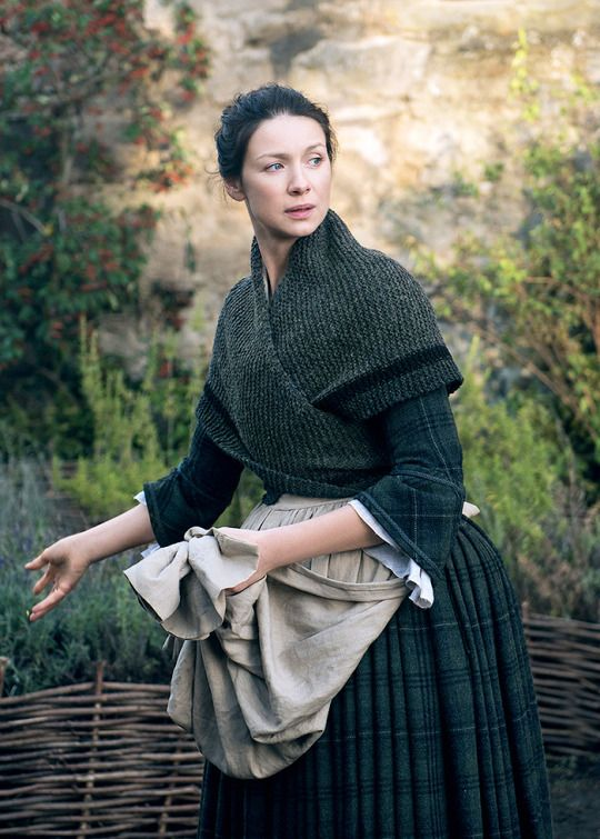 Claire Fraser in Outlander 2.08, 'The Fox's Lair'.