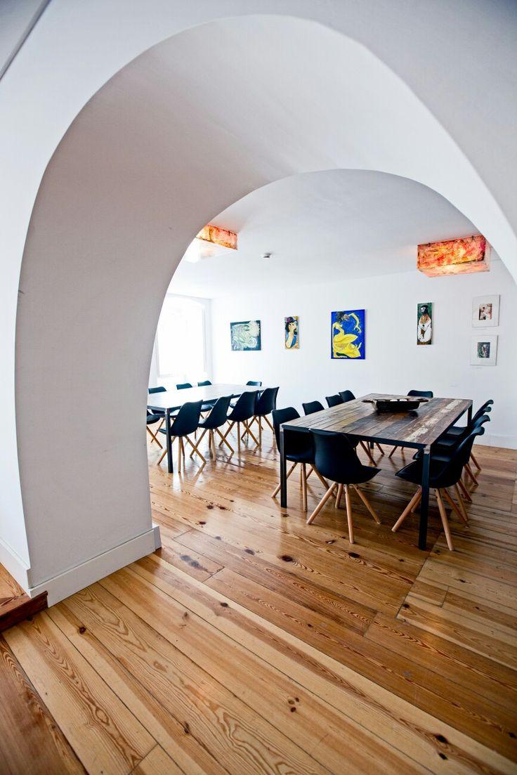 Lisboa tem  um restaurante de petiscos e este é especial. Chama-se Cais na Preguiça e situa-se  Rua dos Bacalhoeiros. Tem muitos petiscos tradicionais, como a zona pede — com muitos turistas sempre a passar —, mas também será um espaço que irá receber várias exposições de arte.  #mercadinhodovintage