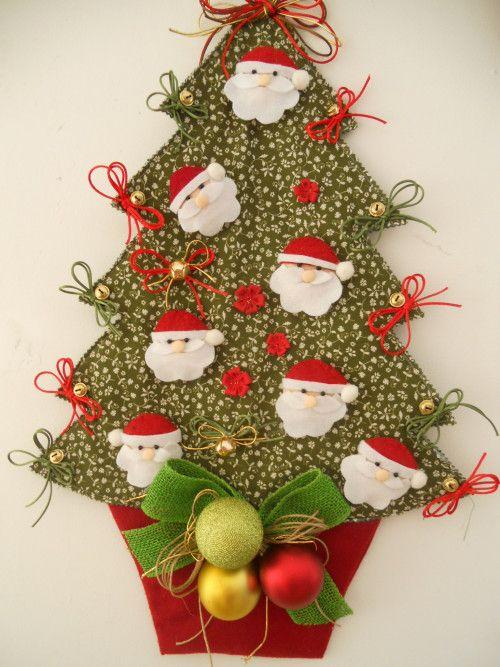 DSCN3381 Arvore de Natal de tecido com carinhas de Papai Noel