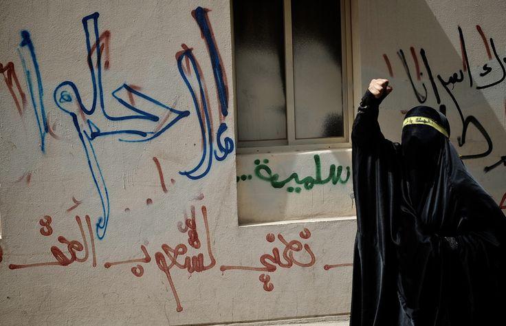 O femeie shiit- musulmană strigă lozinci în timpul unui marş organizat cu ocazia Zilei Internaţionale a Muncitorilor, în suburbia Manama, Sanabis, Bahrain, marţi, 1 mai 2012. (  AFP  ) - See more at: http://zoom.mediafax.ro/people/1-mai-10828245#sthash.uIkb6WOJ.dpuf