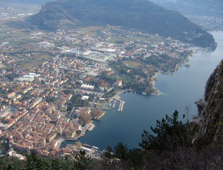 Panoráma a kápolnától (Riva városa és a Monte Brione)