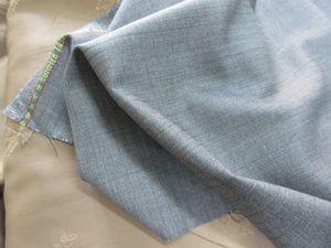 サマータスマニアンと言う素材  イタリアの服地メーカー ロロ・ピアーナが織り上げる サマータスマニアンと言う素材  これが 夏には良い服地です  ワンメーター単位 210グラム と  軽く仕上げた割りに 生地の質感があるのが好いんです  質感って 軽ければ 薄くなり 涼しい  でも 重量感が無いと ペラペラして 高級感が出ないですよね  ですので 質感は大事なんですね  あと ロロ・ピアーナは自社の専用裏地 こちらも用意してますので  裏地のロゴに ロロ・ピアーナ って  あるもの素敵です  ロロ・ピアーナはビトン・グループに入りました ですので今後は高級化が進むと思います  中国は イタリアは 日本は  変わってくるでしょう これ以上の事は 非公開のグループでも作り そちらで お話しようかな (~~>  でも グループ作っても だれも居ない 笑 じゃぁ な~