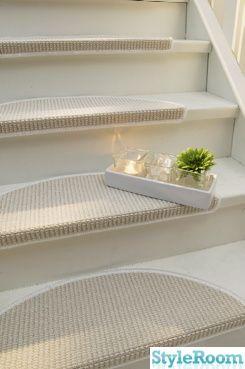 Vita steg och trappmatta