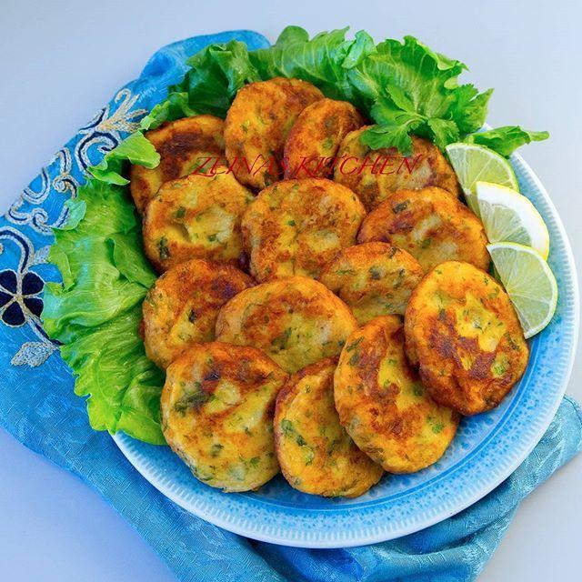 Maakouda- goda nordafrikanska potatisbullar. De kan serveras som en hel måltid med sallad och bröd eller som tillbehör till maten. Lika goda att avnjutas kalla som varma. Recept hittar du i länken i min profil➡@zeinaskitchen