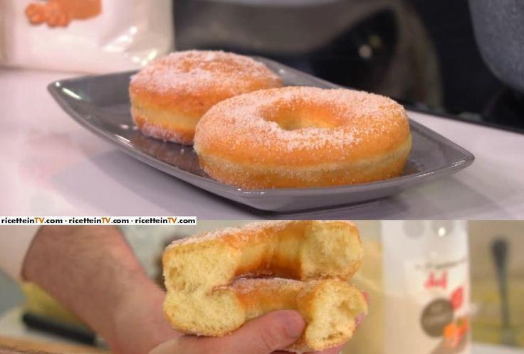 """La ricetta dei krapfen (bombe o ciambelle) di Fabio Campoli ne """"Non è mai troppo presto"""", le lezioni di Alice Tv sulla cucina."""