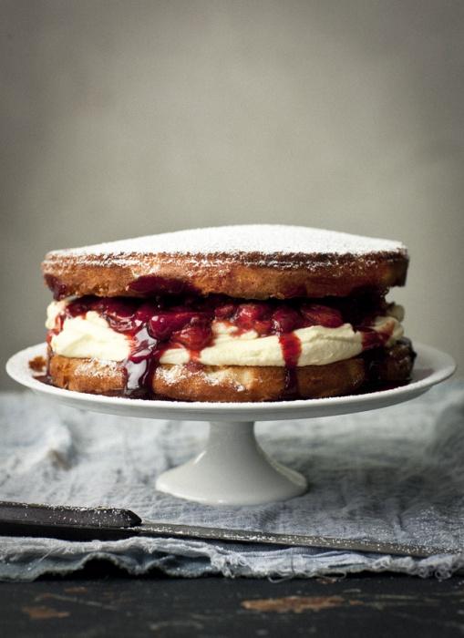 Sponge teacake
