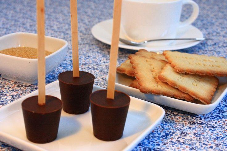 cadeau gourmand sucettes au chocolat fondre pour chocolat chaud cuisine sucr pinterest. Black Bedroom Furniture Sets. Home Design Ideas
