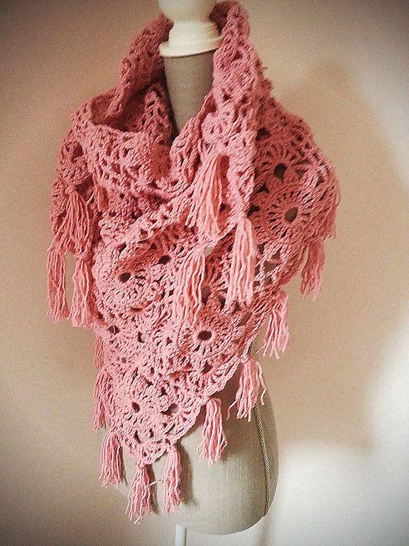 f08a24184e8d Chèche châle étole au crochet granny square à franges vieux rose   Echarpe,  foulard, cravate par filiz-the-cat   Echarpes et chèches   Pinterest