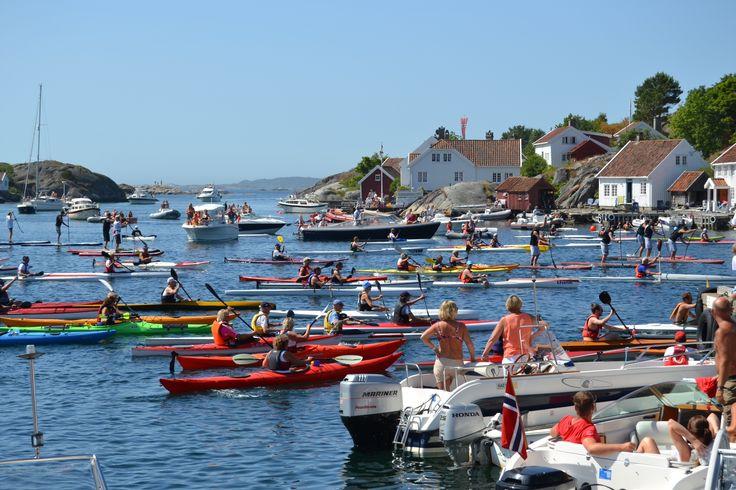Kayak competition in Brekkestø, Lillesand. #Blindleialøpet Photo: Elisabeth Høibo©Visit Sørlandet