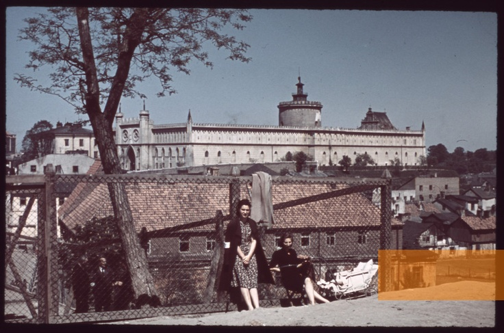 Lublin, 1940, Two women in the Jewish quarter