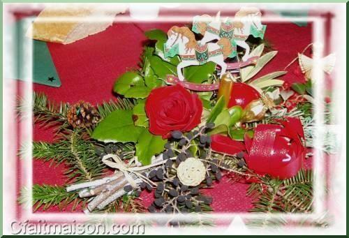 Centre de table avec rose rouge.