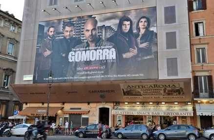 Gomorra, il manifesto della serie troneggia sulla stazione dei Carabinieri di Roma - Teleblog - teleblog