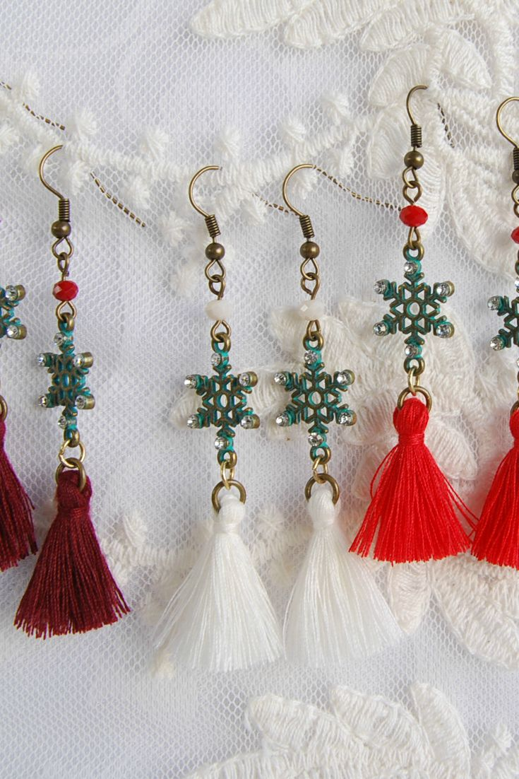 Snowflake Earrings, Red Tassel Earrings, White Tassel earrings, Burgundy Tassel earrings, Boho Tassel Earrings, Christmas earrings, Xmas Gift,  Gift for Girlfriend, Xmas Earrings, Festival Earrings, Winter Earrings, Holiday Earrings, Teen Gifts, Gift under 20 #Christmas #earrings