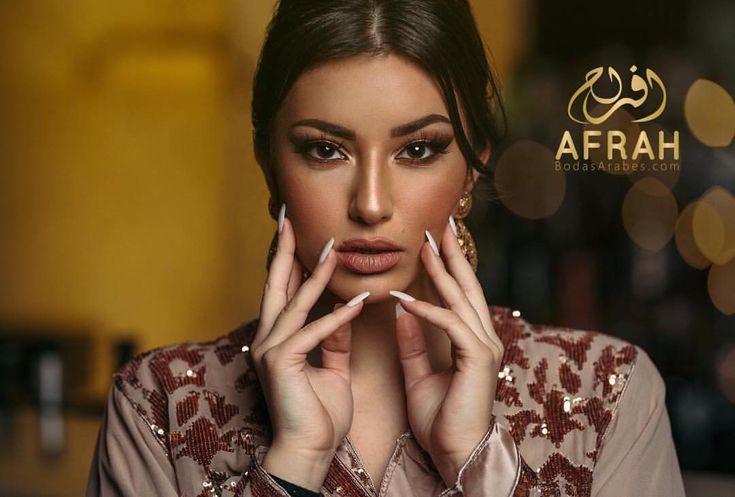 ⚜️👰🏻🤵🏻⚜️ WWW.AFRAH.ES #miboda #mibodaarabe2018 #bodasmarroquies #afrah_es #mibodaarabe #bodaarabe #miboda2018 #wedding #mariage #ziana #Negafa #Caftan #catering #traiteur #Dj #bodasarabes #afrah #afrahweddings #Dakka #Maroc #Marocco @afrah_es @bodasrabes @tricky_tales. The mad queen Model : @miryammirage MUA: @makemefab.maroc Jewelry : @flawless_casablanca Dress: @caftanzmani