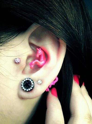 Tragus Piercing | InkDoneRight  Tragus Piercing A tragus piercing is a very subtle form of body modification. Most tragus earrings are low-key and small, although there are a few designs out there meant to dazzle. People who see it might even dismiss it as a common earlobe piercing…