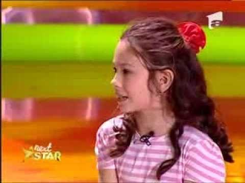 Iulia Gheorghiu, 8 ani, Bucuresti, joaca intr-o sceneta impreuna cu Andr...