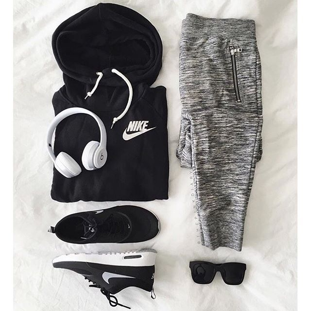 Outfit grid - Hoodie & marl joggers