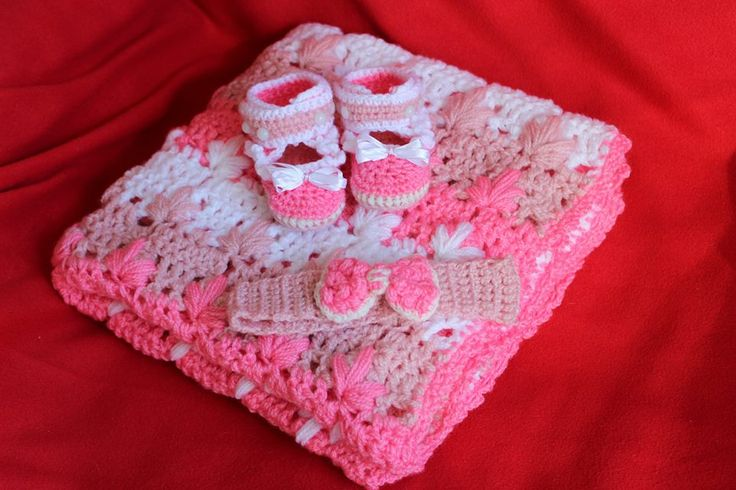 Little princess set. Fluffy blanket, head band & cute shoes. Crochet with love <3