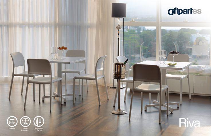 Riva: Permite disfrutar de diversas actividades de esparcimiento en espacios exteriores o interiores complementando los entornos, con diseño funcional y confortable.