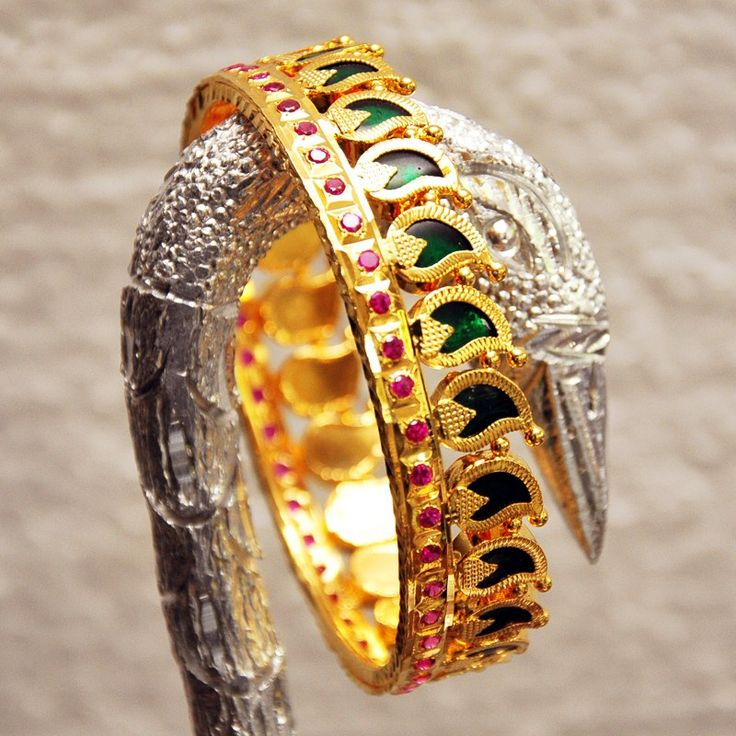 The green stones known as palakka are popular in the Malabar region of Kerala. These bangles are worn on auspicious occacions.