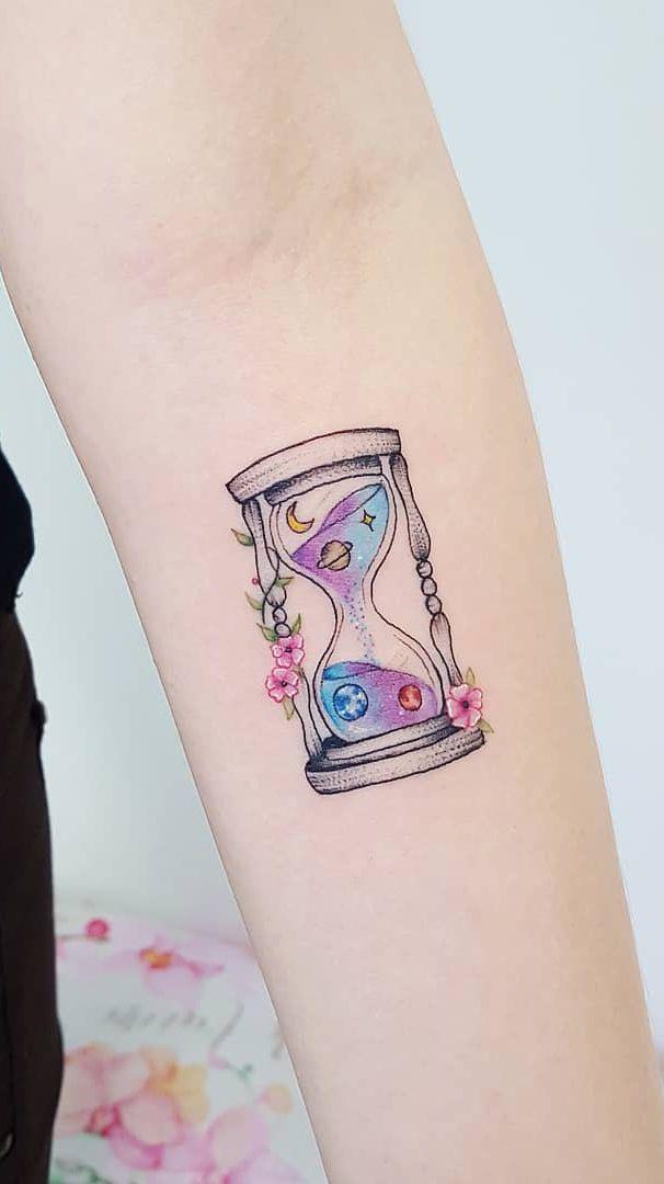 c860a7cfbbc minimalist watercolor hourglass tattoo © tattoo artist Jacke Michaelsen  ❤❤❤❤❤