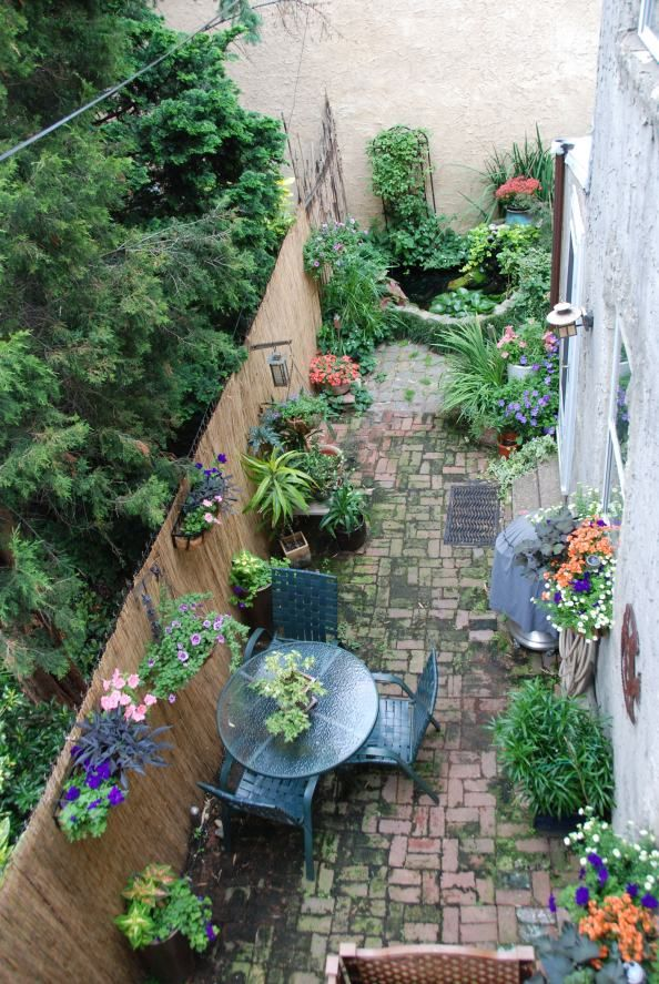 garden patio in a small space, very ingenious philadelphiagreen.wordpress.com