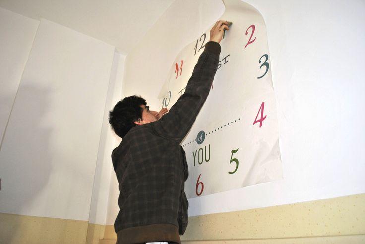 Aplicarea unui sticker cu ceas de echipa Tiparo
