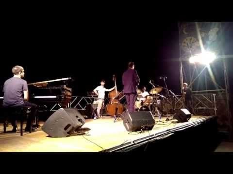 """Tribute to Duke""  Take The ""A"" Train by Billy Strayhorn  Rosario Giuliani - sax Aldo Bassi - trumpet Tomas Jochmann - piano Lorenzo Jose Buffa - double bass Justin Faulkner - drums  Piazza Biondini di Bagnoregio (VT) 1.8.2013  http://www.rosariogiuliani.com http://www.aldobassi.it http://www.tomasjochmann.com"