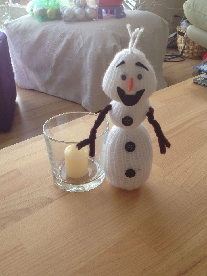 Olaf en tricot pour un photophore hivernal.