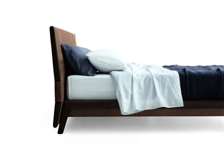 Poliform_Ipanema bed in the version with bed frame and headboard with stretched leather covering. Structure and headboard sides in solid wood with spessart oak finishing.