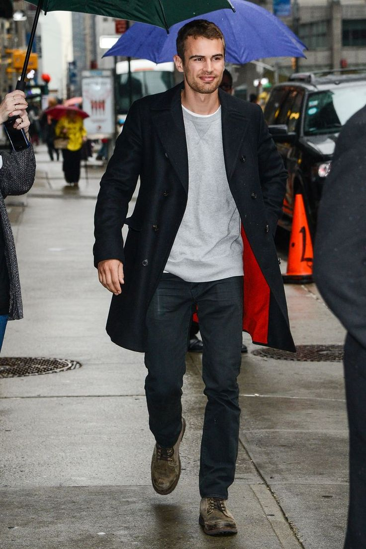 """""""Insurgent"""" star Theo James is super hot and these pics prove it."""