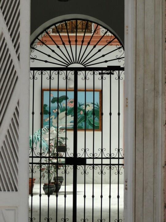 55 mejores im genes sobre puertas en pinterest antigua puertas de bolsillo y puertas francesas - Leuningen smeedijzeren patio ...