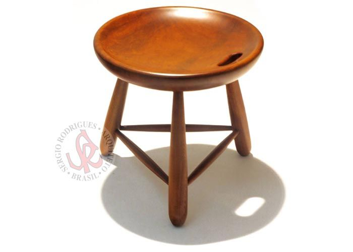 Banco Mocho 1954, pelo mestre brasileiro Sergio Rodrigues. Mocho 1954 stool, by brazilian master Sergio Rodrigues.