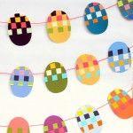 Usted puede hacer esto fácil Bandera de Pascua de partículas de pintura viejos - y los niños les encantará;  les enseña a tejer!