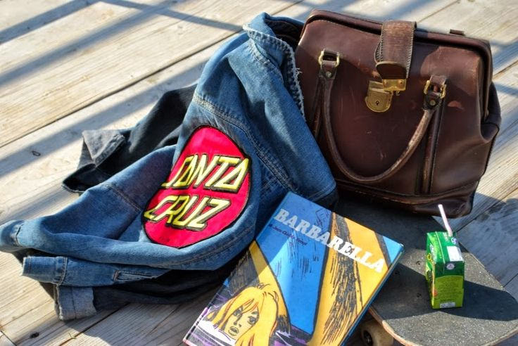 #santacruz #skateboard #headband #LA #sorrento #vintage #glam #read #giocodidonne #jeans #jacket #giacca #foulard #fifties #sorrento #sea #barbarella #juice #bag