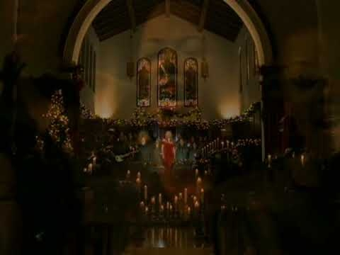 MARIAH CAREY ~ O HOLY NIGHT. Incredible range of vocals...just beautiful.