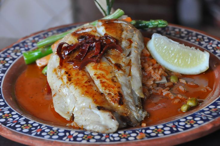 PESCADO AL AJILLO  When in Cabo you can not miss on the fish options. Our recommendation for this weekend: the Pescado al Ajillo  Griddle steamed catch of the day seasoned with garlic butter, white wine and chile guajillo strips and vegetables on the side.  #LosTresGallos #MexicanRestaurant