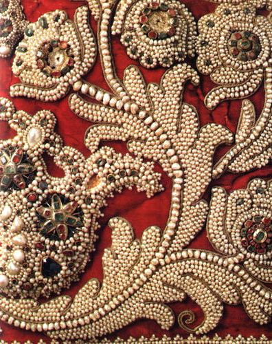 Russian pearl embroidery (drevnosty.livejournal.com).
