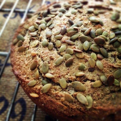 Boekweitbrood - Wat lijnzaad, pompoenzaden en eieren en je hebt een perfect robuust basis brood.