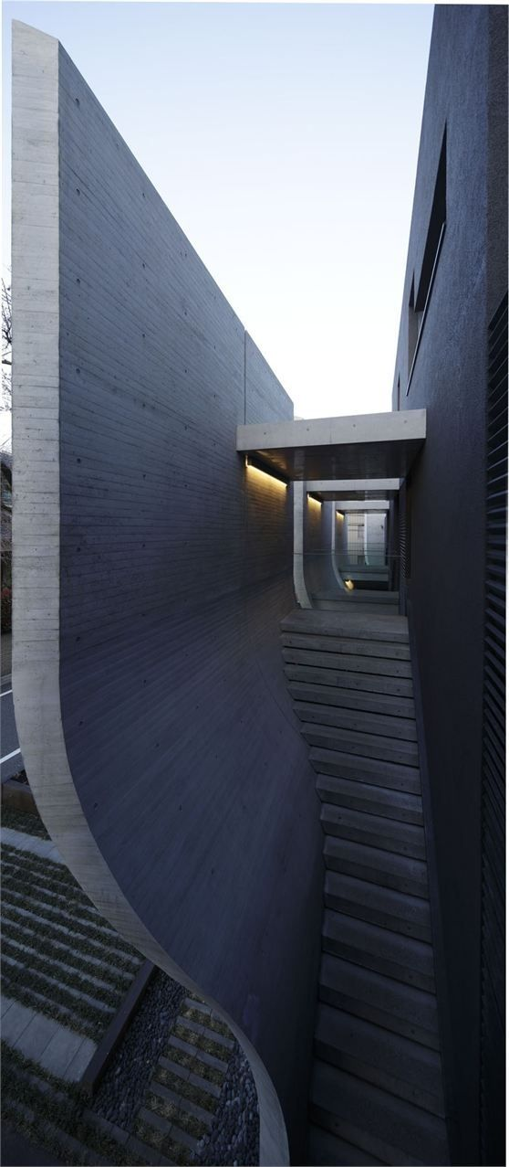 Breeze-House-by-Artechnic, Tokyo. vertigo and awe feeling of a structural building