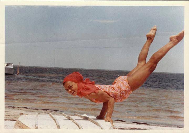 Eartha Kitt -- (amazing) Advanced Scorpion Pose