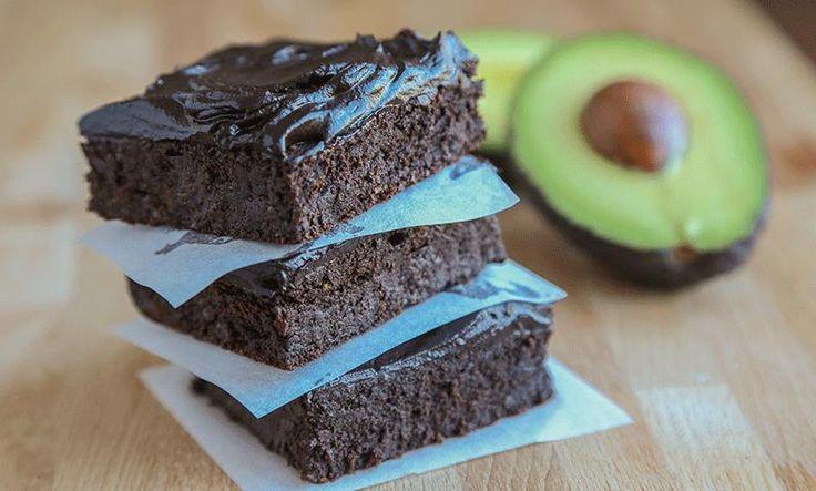 Er du glad i sjokolade i hverdagen, bør du prøve disse sunnere dessertene med avokado. Prøv avokadobrownies, avokadomuffins eller avokadomousse!