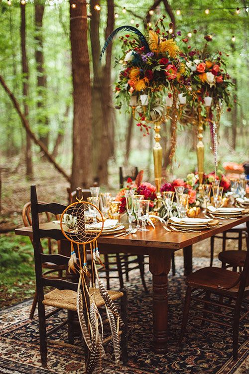 Bohemian setting for an outdoor wedding. These rustic details add a beautiful table space for a boho-chic wedding, especially with these gorgeous fall colors.   #BohoBride