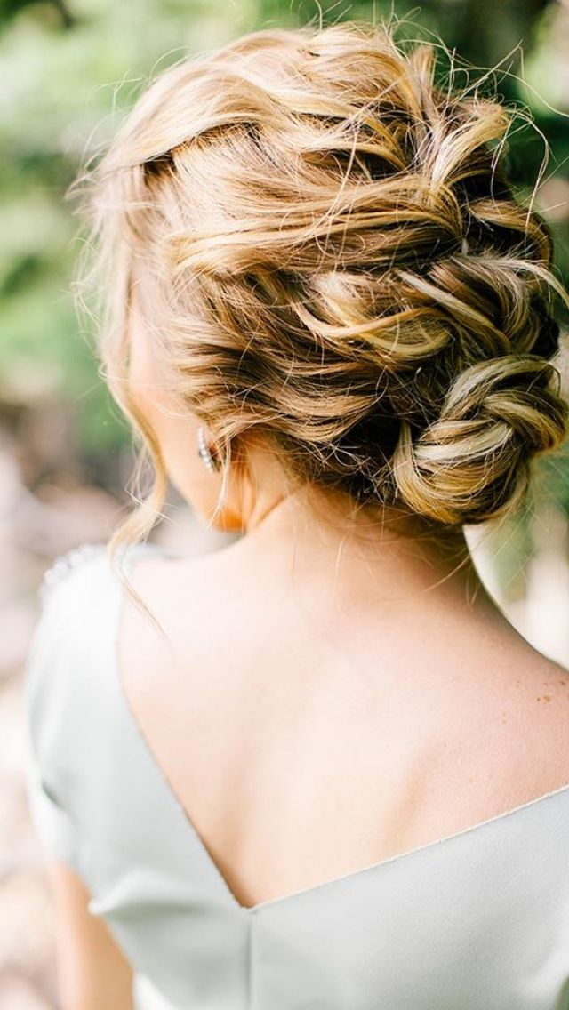 This style is great for outdoor events. The messy French braid is chic and comfortable.