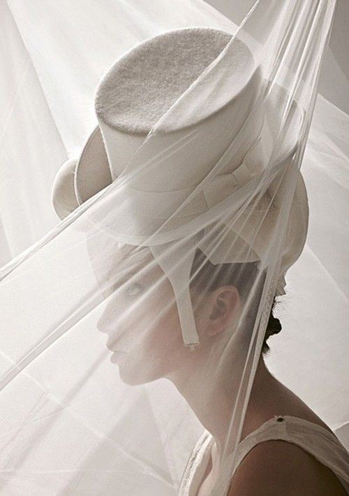 .Fabulous white top hat and veil