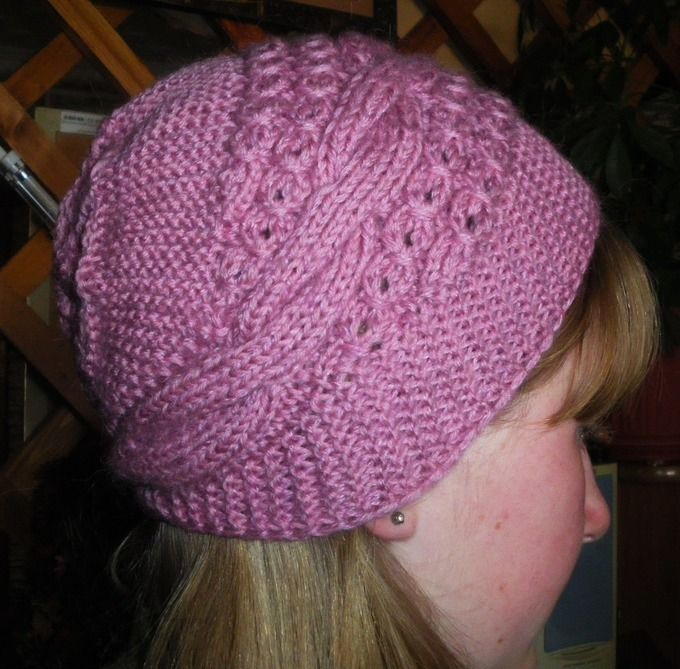 Модные вязаные шапки спицами