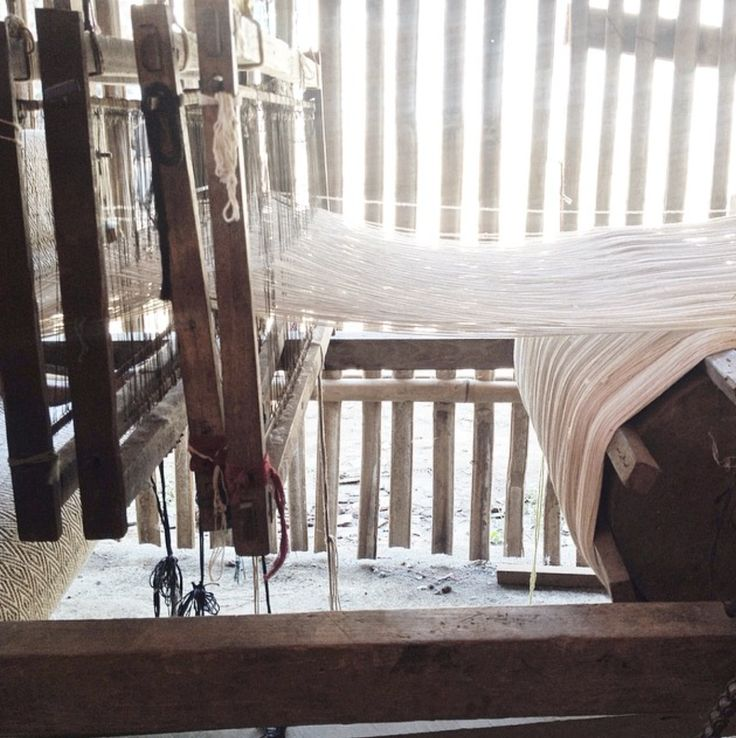 At SVAS Living workshop, each weft and warp threads are weaved into perfection by hands using ATBM (Non Machine Weaving Devices)